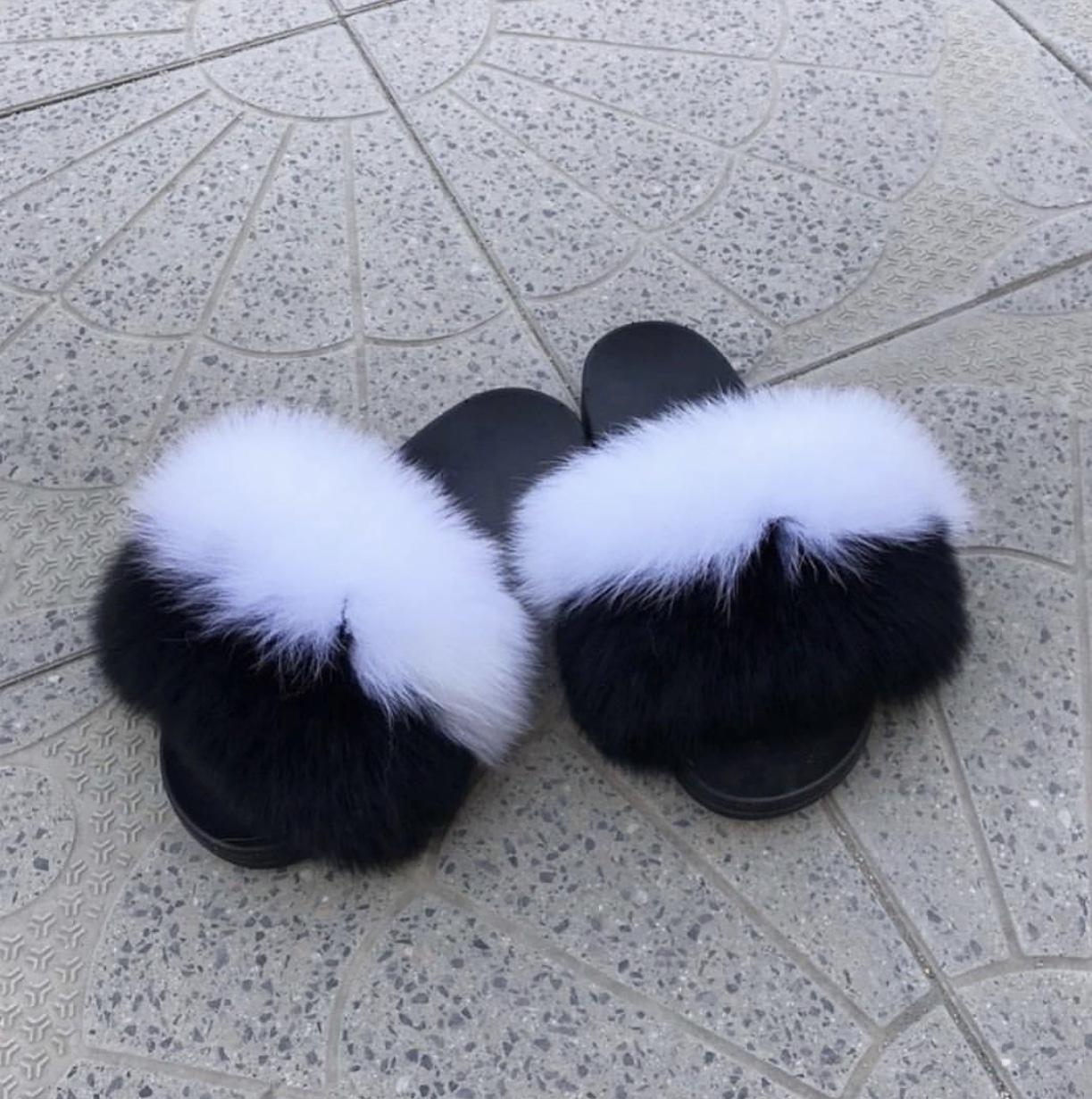 DIDEMΛYDIN Siyah-Beyaz Tilki Kürk Terlik